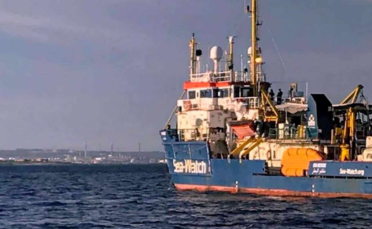 I garanti di minori e detenuti chiedono di sbarcare i migranti a bordo della Sea-Watch 3