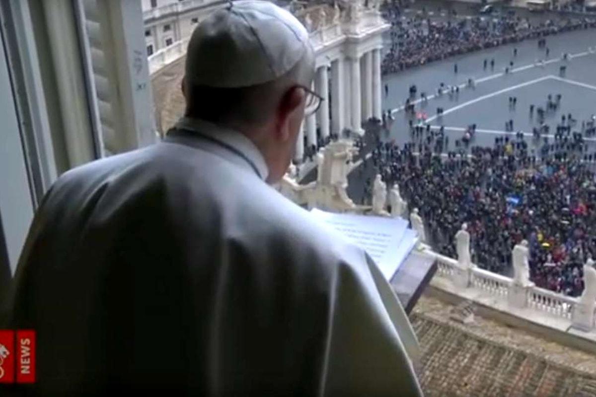 All'Angelus il Papa prega anche per coloro che hanno la responsabilità dei migranti morti nel Mediterraneo