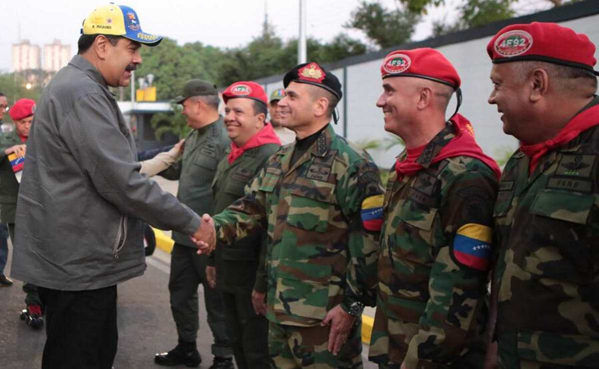 Venezuela, un terzo dell'Europa riconosce Guaido ma i 5 Stelle vogliono l'Italia neutrale nonostante Mattarella