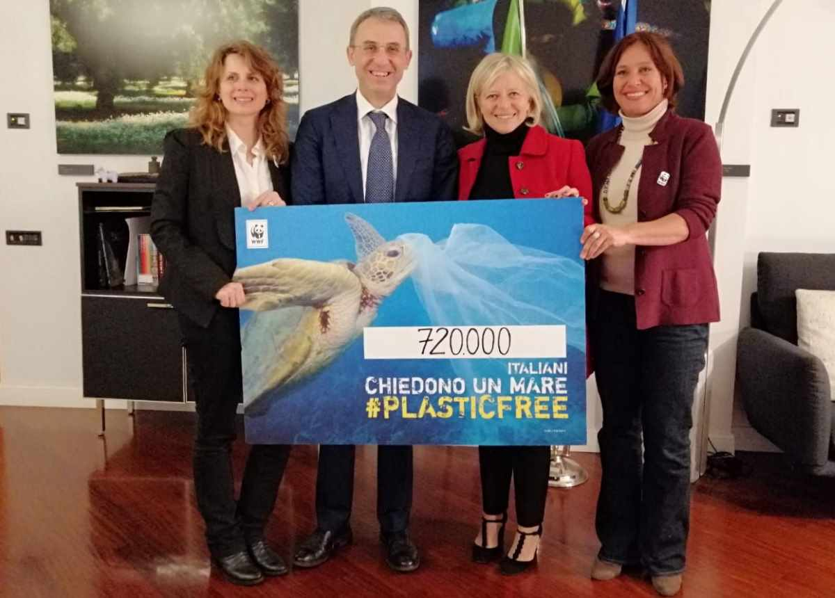 Il WWF chiede al ministro Costa l'impegno dell'Italia a favore di un trattato che contrasti l'inquinamento marino da plastica