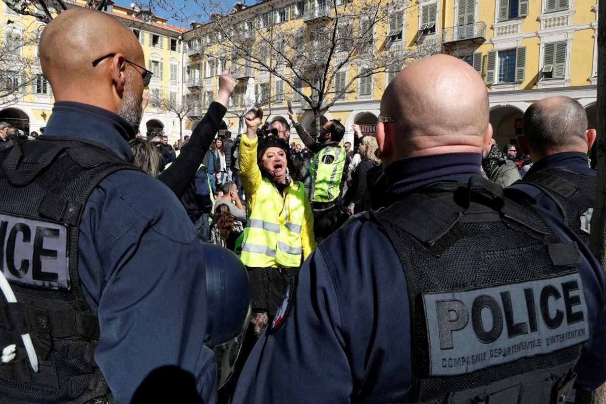 Pochi i gilet gialli nelle strade il 23 marzo. Si placa la protesta?