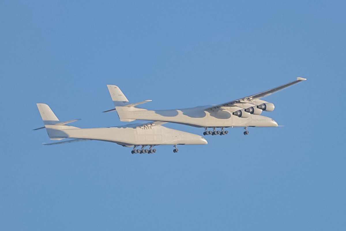 Un successo il volo inaugurale del Roc, l'aereo costruito da Stratolaunch per lanciare in orbita i razzi