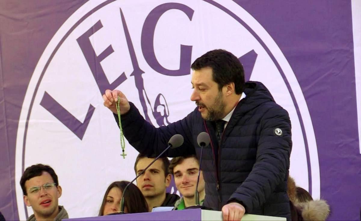 Salvini ripristina i termini padre e madre sulla carta d'identità