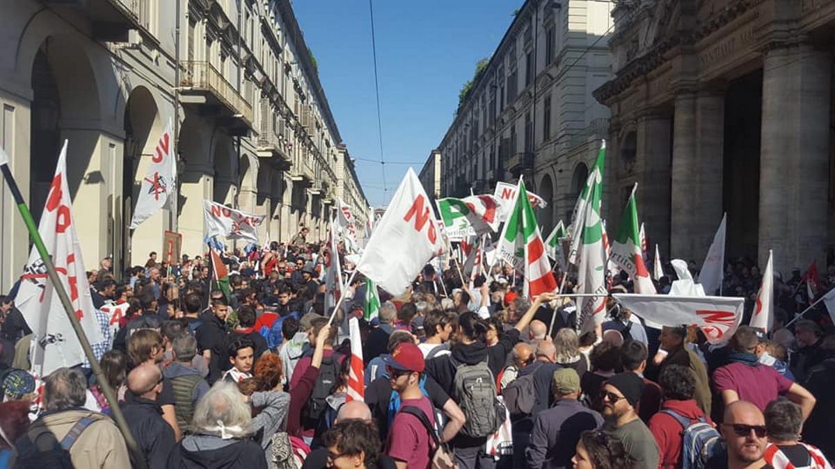 Torino, il PD non vuole i NoTAV nel corteo del 1 maggio: scontri tra militanti e polizia