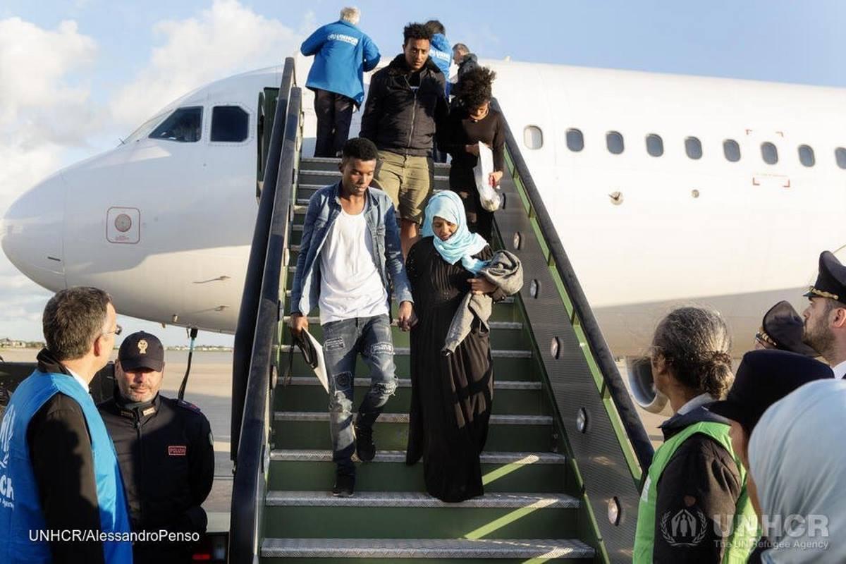 149 persone tra rifugiati e richiedenti asilo dalla Libia sono state trasferite a Roma dall'Unhcr