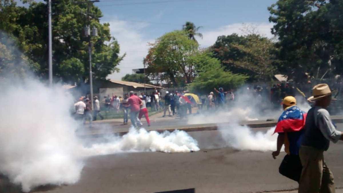 Venezuela, Maduro dice che il colpo di Stato è scongiurato, mentre Guaidó continua a chiamare la gente in strada