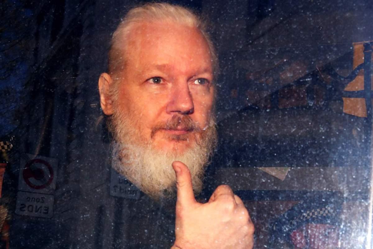 La Svezia ha deciso di riaprire il caso per l'accusa di stupro contro Julian Assange