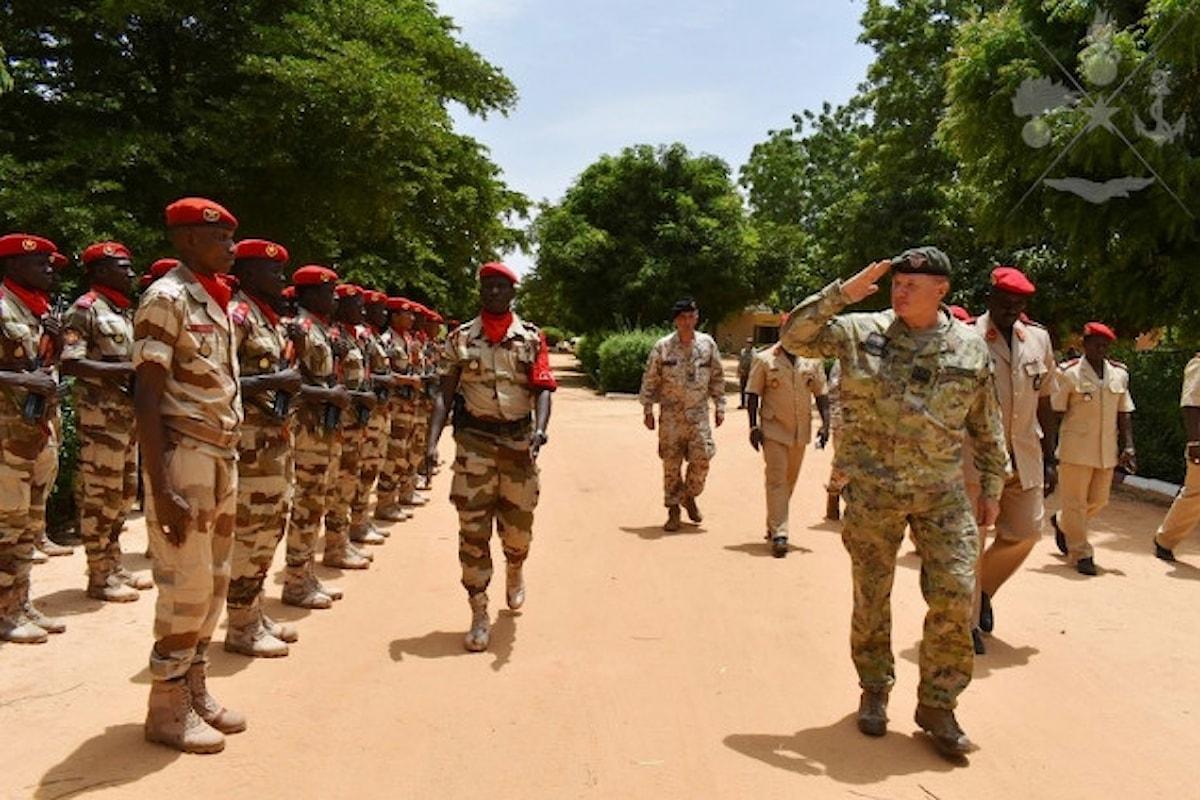 Niger, il Comandante del COFS in visita alla Folgore in missione