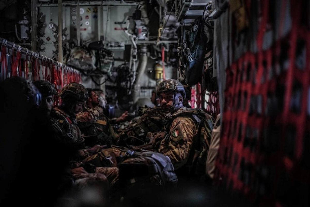 Pisa, parà della Folgore e 46.a Brigata Aerea in training con i Marines USAF