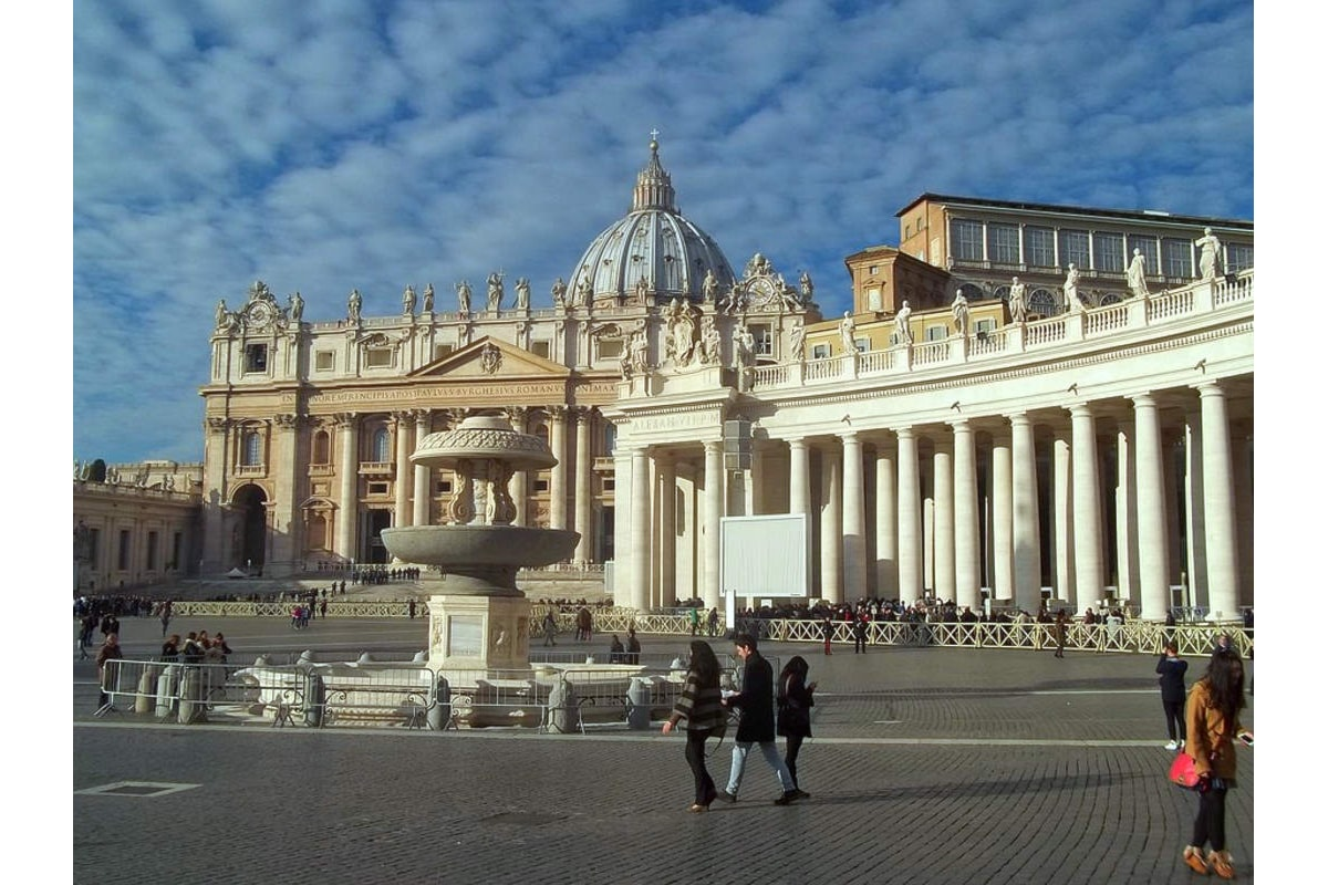 Il Vaticano indaga su operazioni milionarie sospette in cui sono coinvolti funzionari di primo piano della Segreteria di Stato e dell'Aif