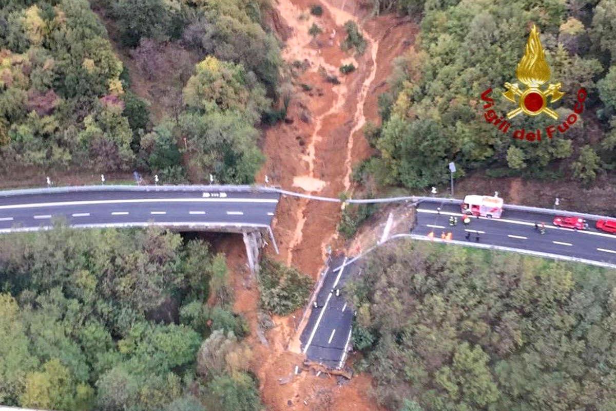 Per lunedì si sposta ad est l'allerta rossa della Protezione Civile dopo il crollo di un viadotto in Liguria ed una persona annegata in Piemonte