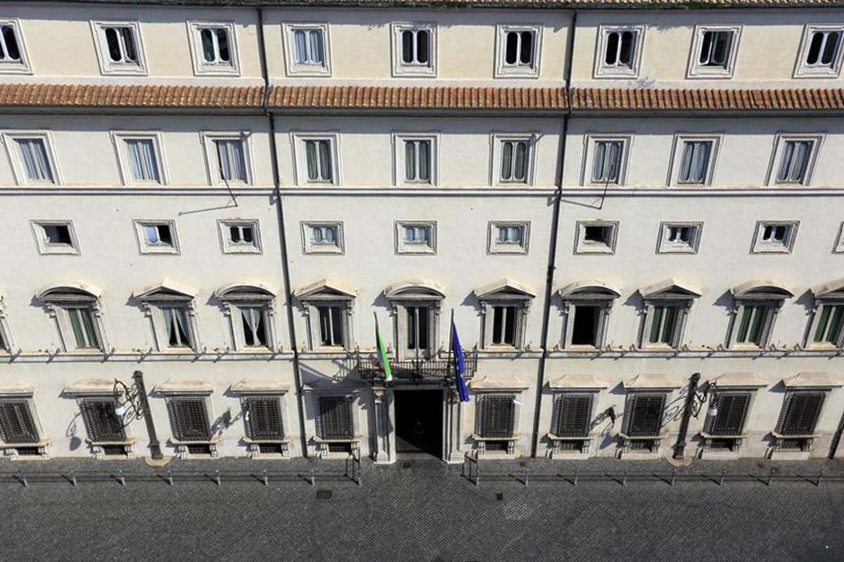 Alitalia, dopo la scadenza senza risultati dell'ultima proroga si attendono le decisioni del Governo