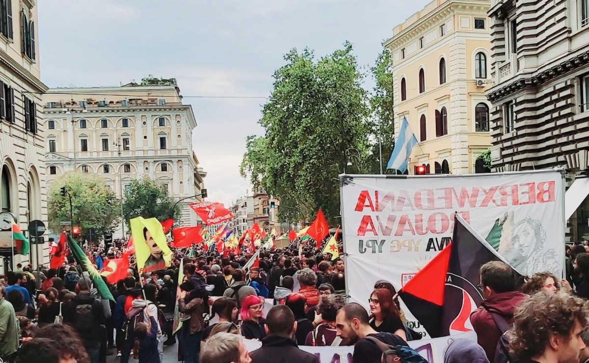 In 20mila a Roma in sostegno dei curdi contro l'invasione del Rojava