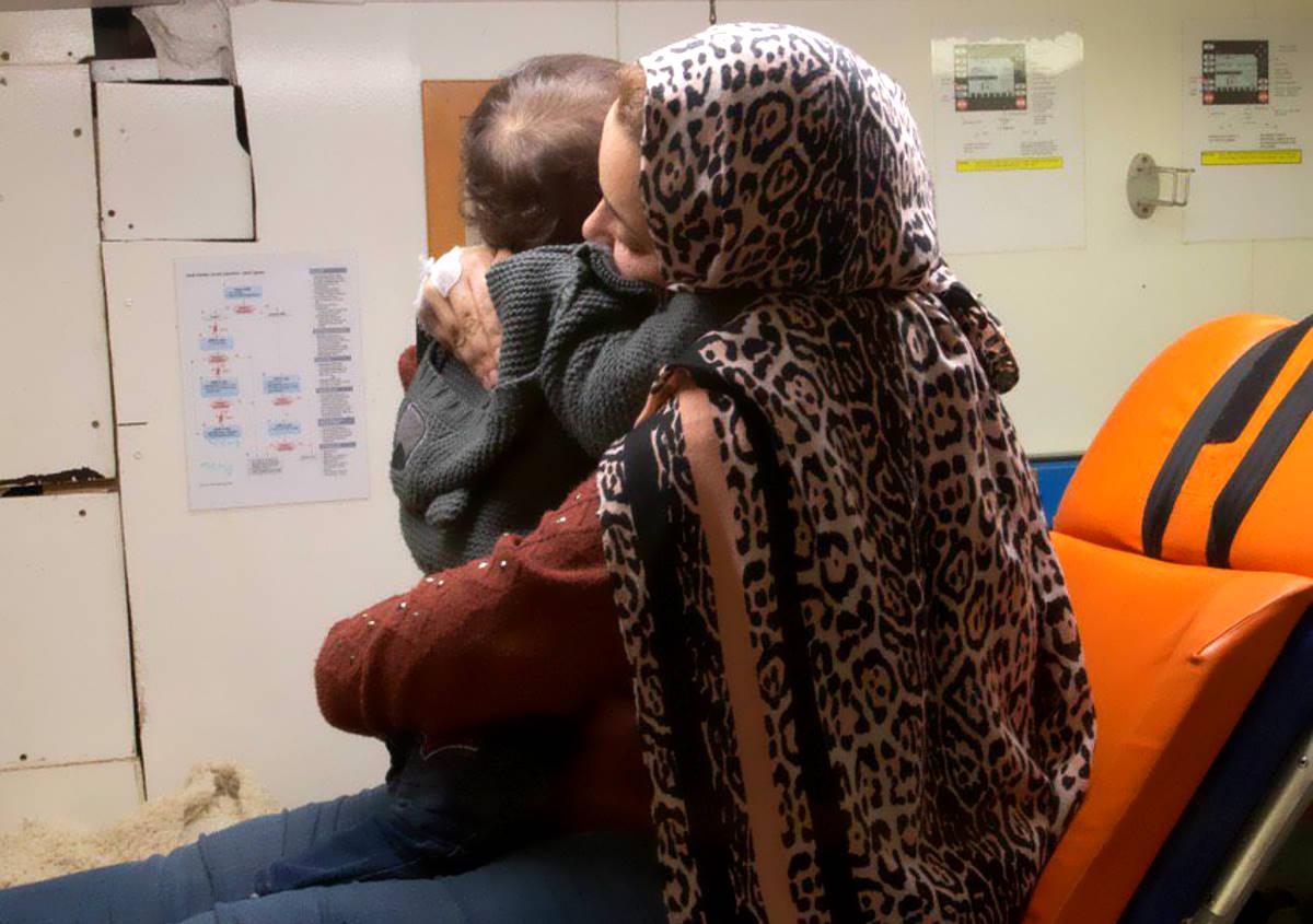 Sbarcati a Pozzallo i 32 migranti salvati dalla Alan Kurdi