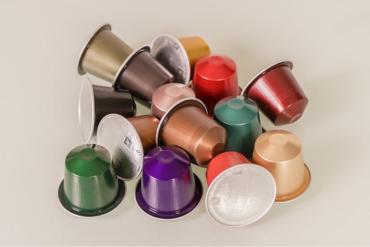 Plastica nel caffè, scatta l'allerta e il ritiro delle capsule