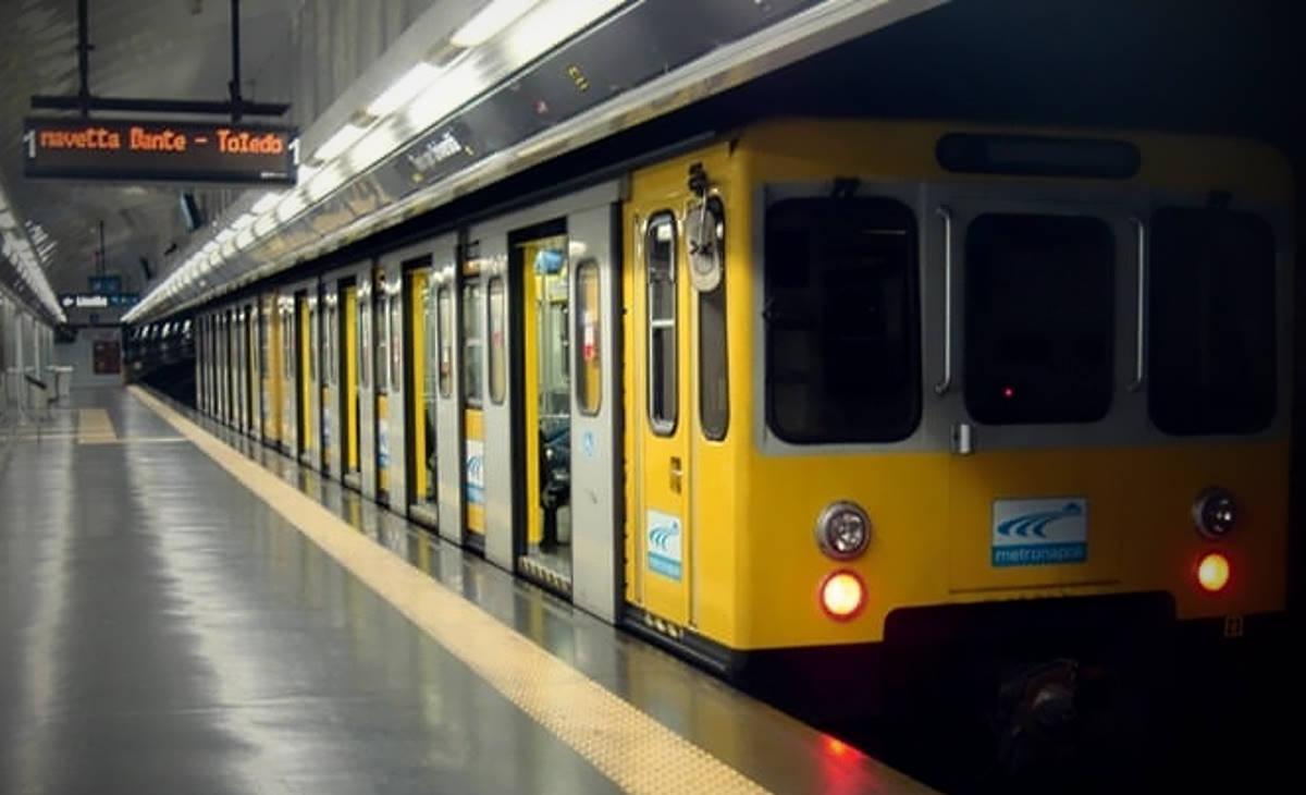 Napoli, incidente sulla linea 1 della metropolitana: coinvolti tre treni