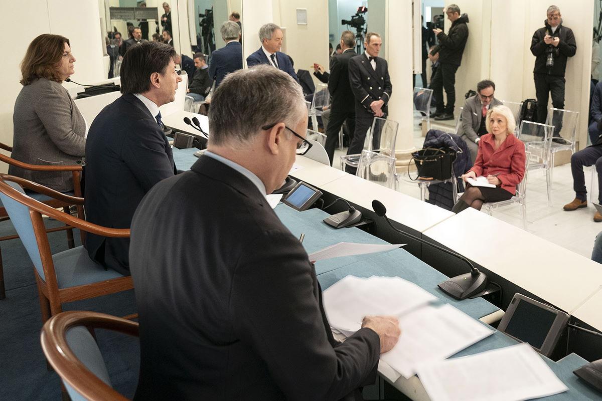 Il Governo stanzia 25 miliardi per sanità, cittadini, imprese e sicurezza per far fronte all'emergenza coronavirus