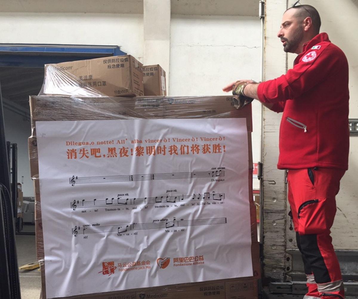 Coronavirus: Jack Ma e Alibaba inviano aiuti in tutto il mondo e all'Italia li accompagnano con il Nessun dorma di Puccini
