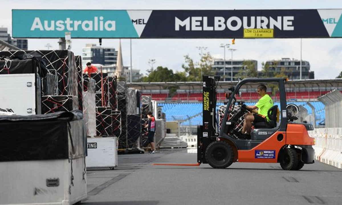 A Melbourne tre addetti di due team di F1 in attesa del risultato di positività al coronavirus, GP d'Australia a rischio?