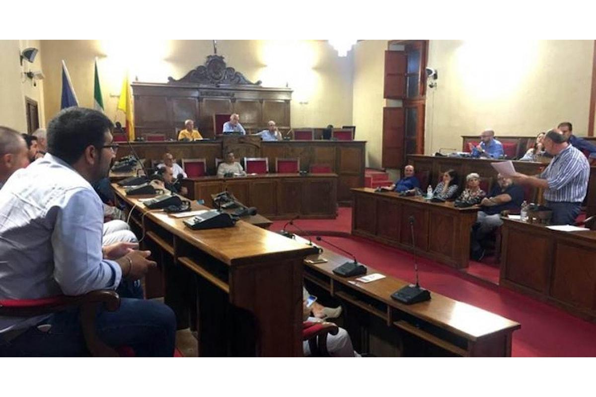 Milazzo (ME) – Consiglio approva uscita del Comune da società Sogepat e Centro Mercantile