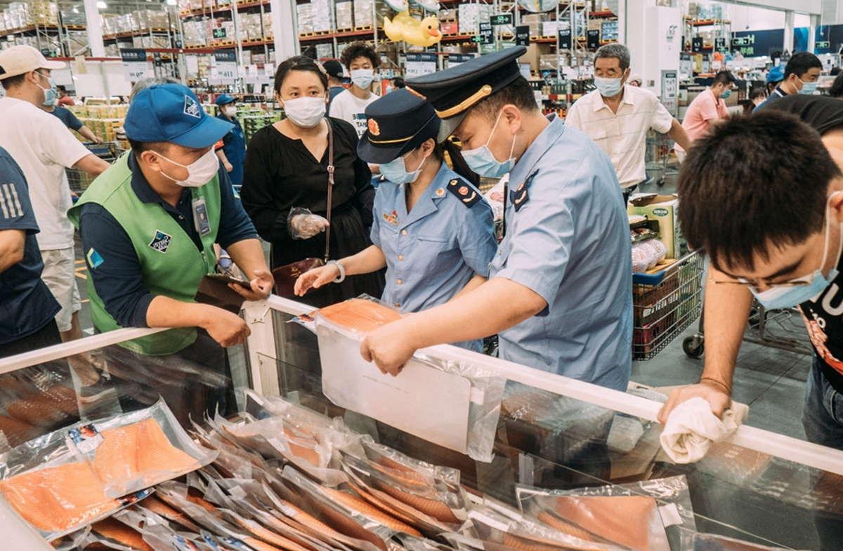 Lockdown in alcuni quartieri di Pechino a causa di nuovi casi di coronavirus scoperti in un mercato della capitale