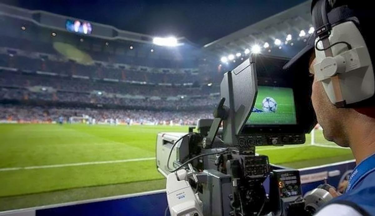 Manca una settimana per trovare un accordo con la Serie A per consentire a Sky di continuare a trasmettere le partite in tv