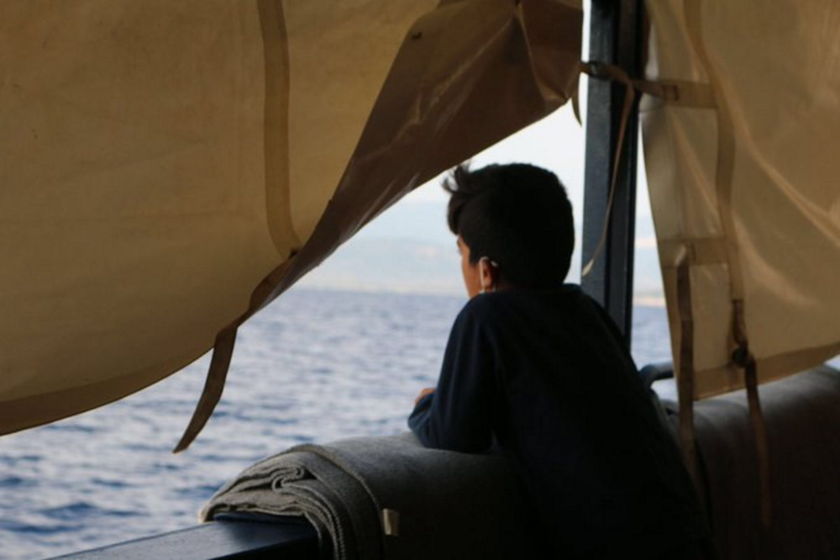 Mentre alla Alan Kurdi viene concesso di sbarcare a Olbia i naufraghi a bordo, il Governo blocca a Pozzallo la Mare Jonio