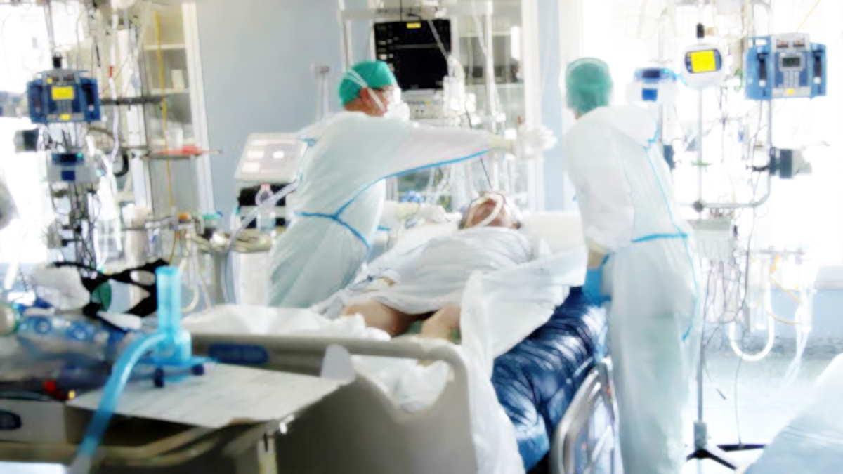 Covid al 19 ottobre: insieme ai tamponi diminuiscono anche i nuovi casi ma non quelli delle terapie intensive ormai arrivati a quota 800