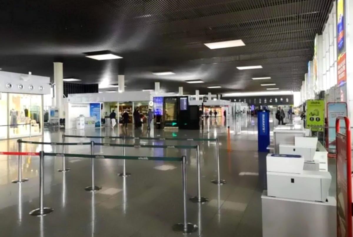 Crollo in italia del trasporto aereo e In Europa oltre 200 aeroporti a rischio fallimento, con turismo e operatori in ginocchio