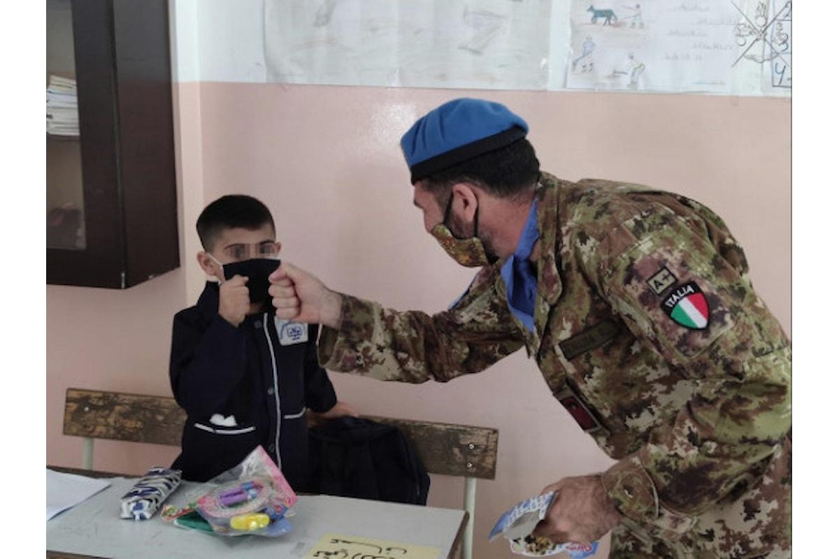 Libano: militari della Brigata Sassari consegnano materiale scolastico a Tiro