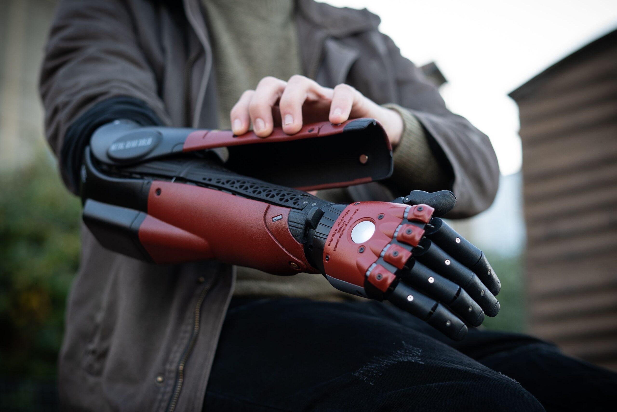 Il braccio bionico ispirato al videogame Metal Gear Solid è realtà!