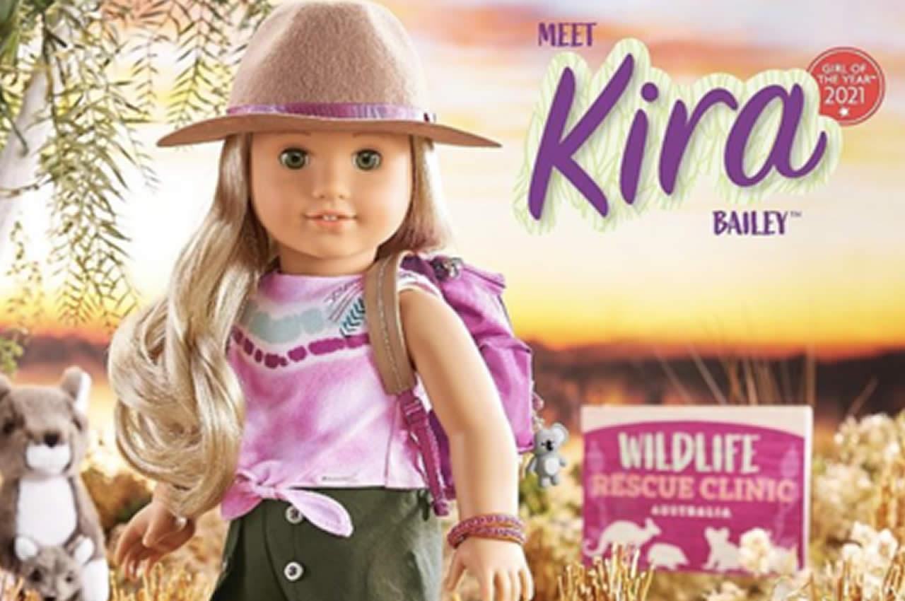 Kira Bailey, la bambola con due zie lesbiche
