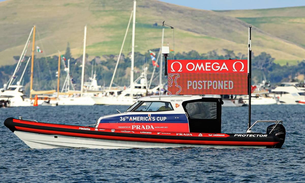 Coppa America, assenza di vento a Auckland, rimandata a lunedì la quarta giornata di regate