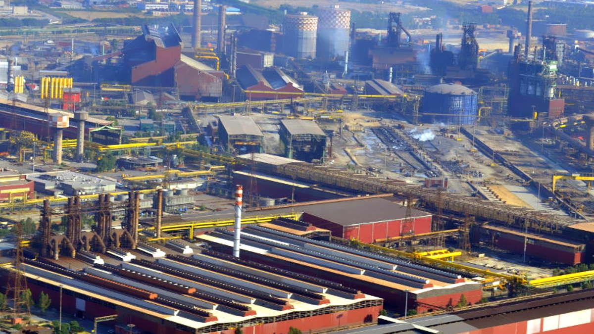 La Corte d'Assise di Taranto ha disposto la confisca degli impianti dell'area a caldo dell'ex Ilva. E adesso?
