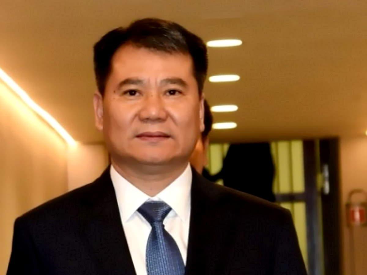 Un tribunale di Pechino congela più di un quarto delle azioni di Zhang in Suning.com