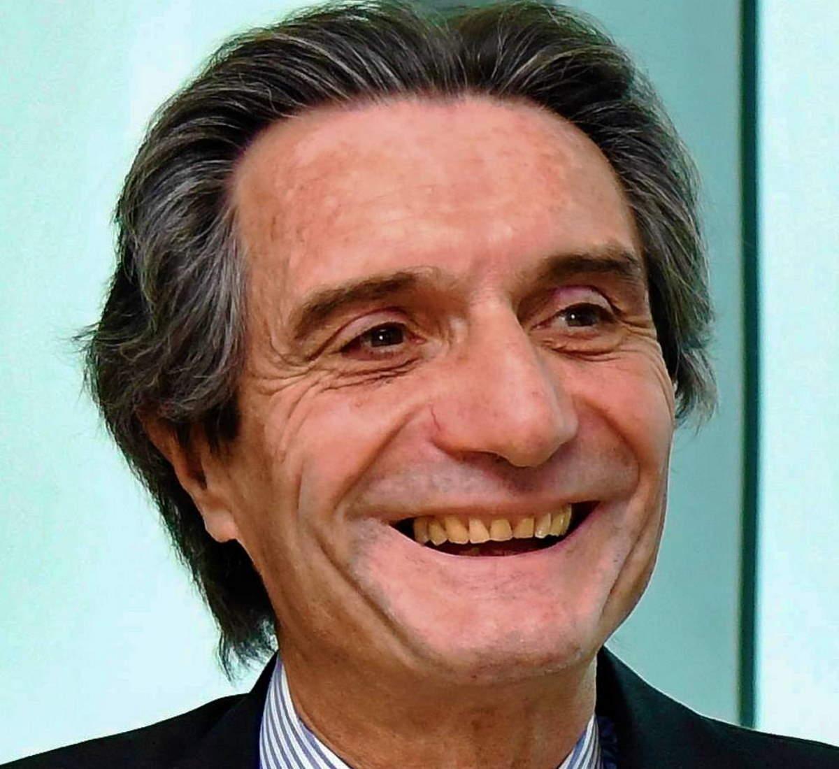 Fontana dice che la Lombardia è la prima regione d'Italia anche nella campagna vaccinale, ma si dimentica di Poste...