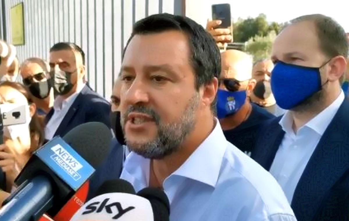 Salvini al carcere di Santa Maria Capua Vetere incontra chi vuole... ma non i detenuti