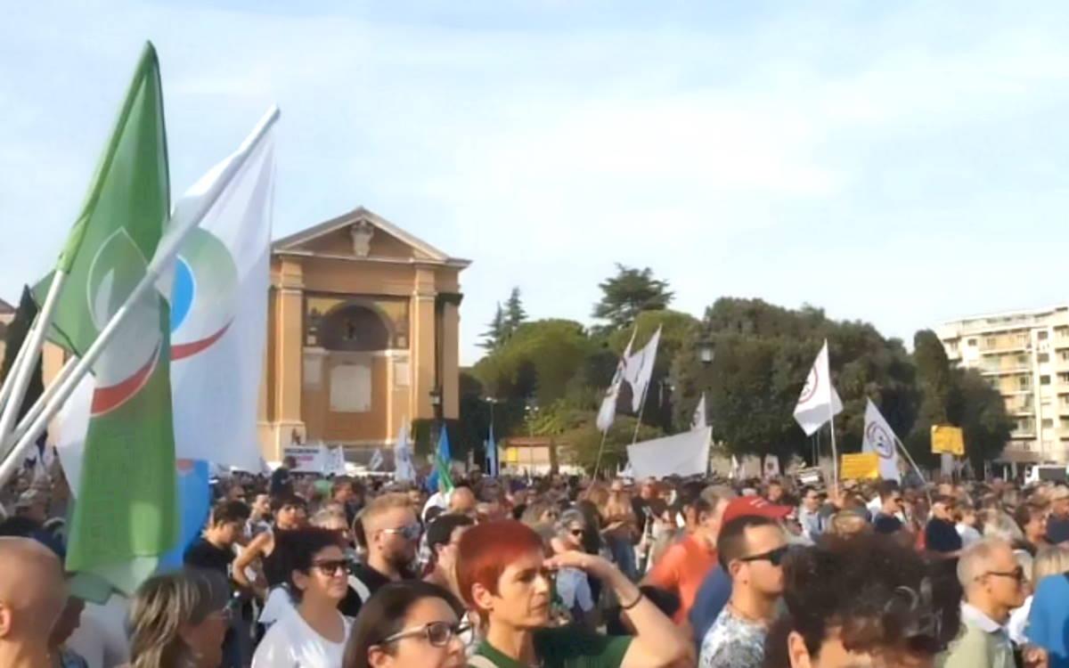 Anche un vicequestore tra gli oratori no green pass nella manifestazione di sabato a Piazza San Giovanni