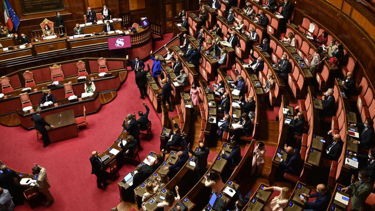 Il Senato vota un ordine del giorno per sciogliere Forza Nuova