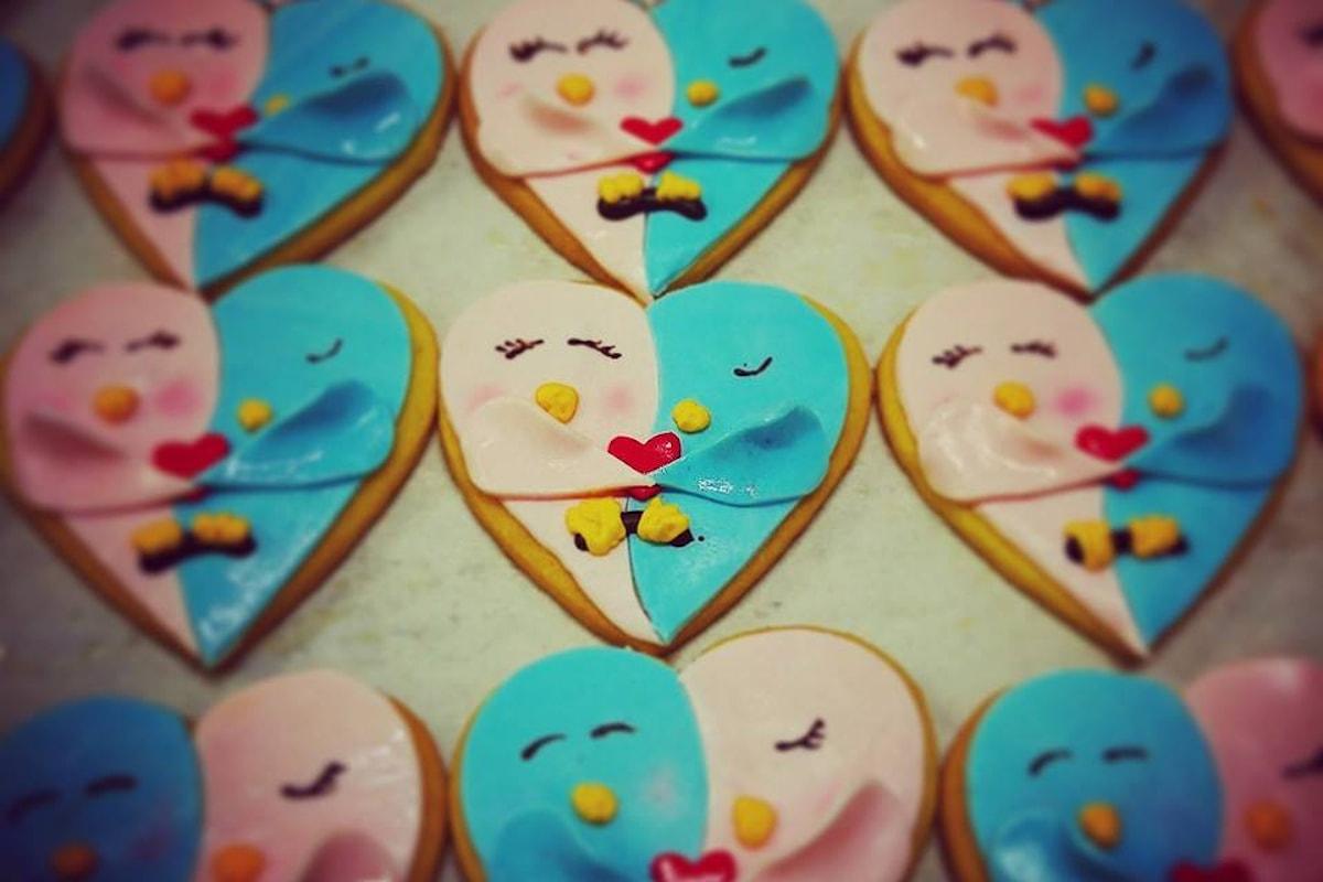 Un'idea insolita per San Valentino? Simpatici biscottini a forma di due uccellini
