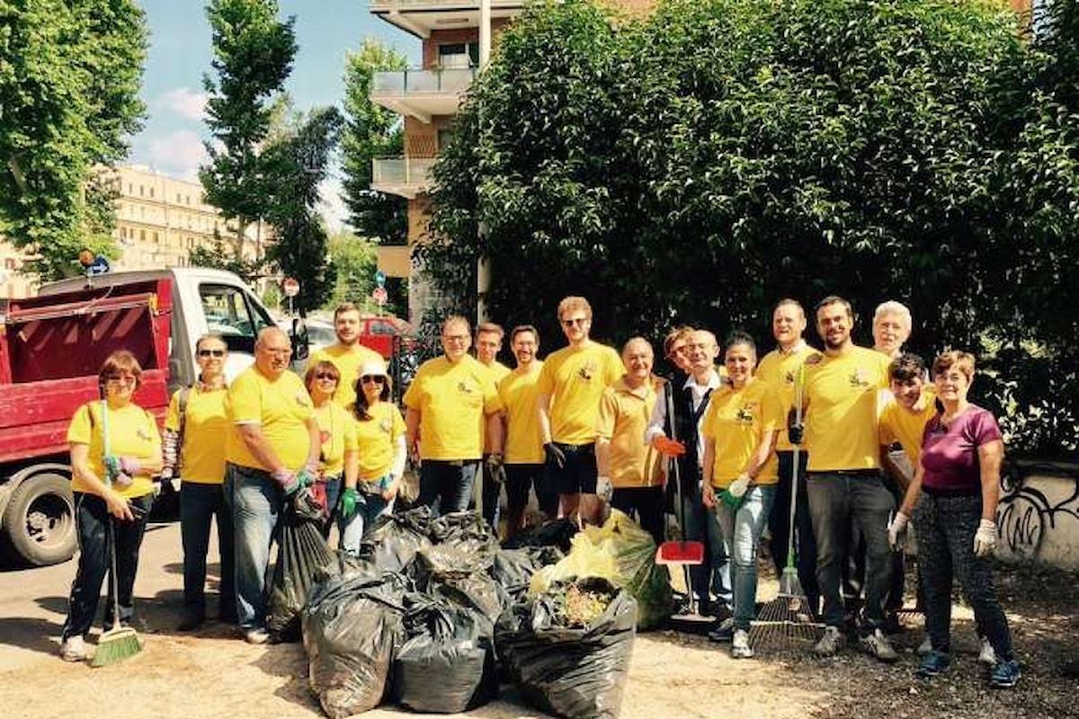 Le magliette gialle di Renzi in strada per pulire Roma