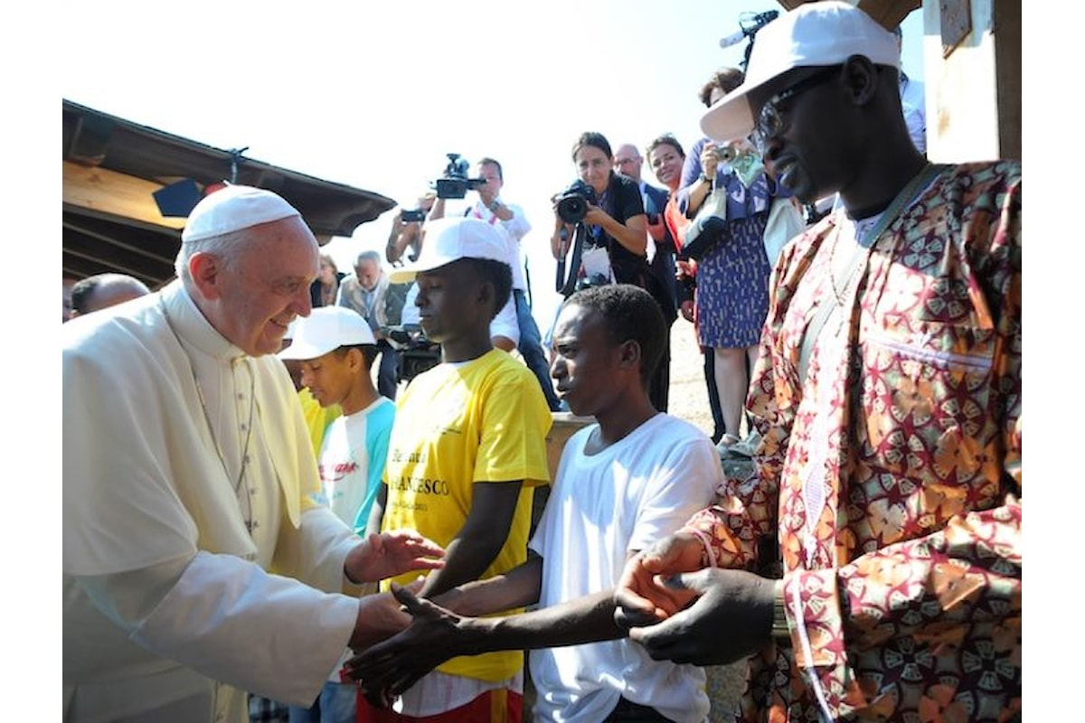 Papa Francesco: istituzioni, realtà associative e singoli si aprono saggiamente al complesso fenomeno migratorio
