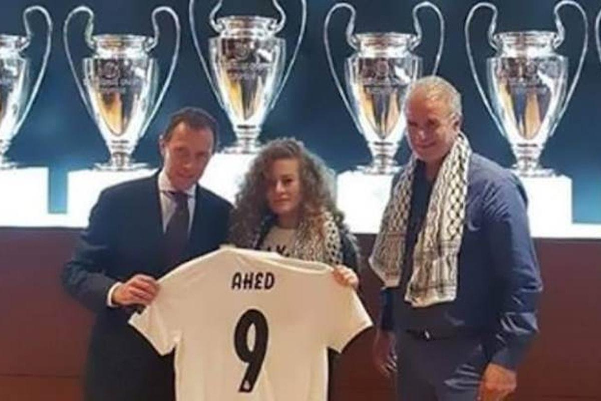 Il Real Madrid invita Ahed Tamimi a vedere il derby con l'Atletico e le dona una maglia