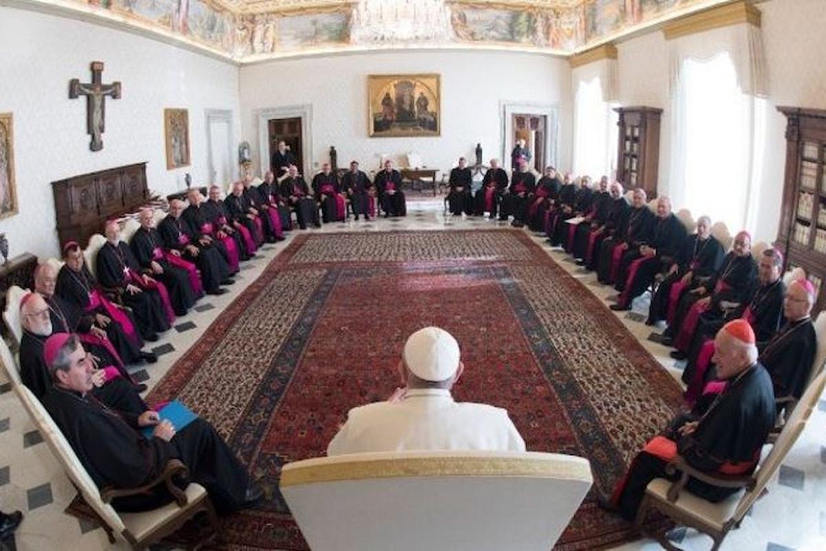 I vescovi del Cile a rapporto dal Papa per conoscerne le decisioni a seguito degli abusi commessi dal clero in quel Paese