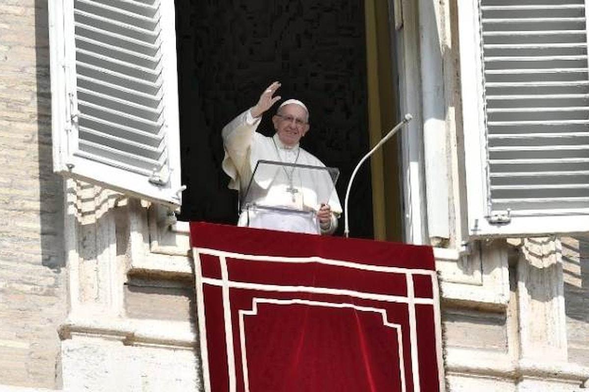 Il Papa all'Angelus esalta la via del servizio come medicina per gli arrampicatori