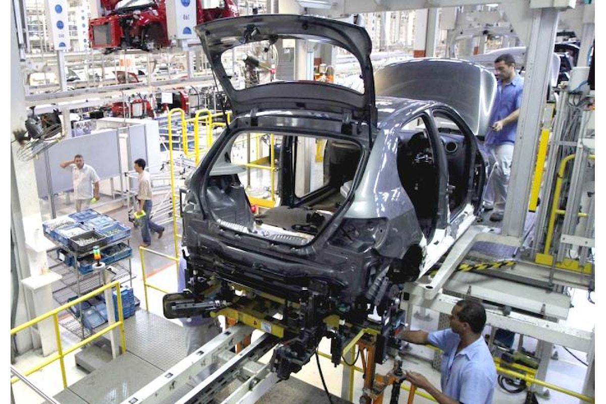 Ancora in calo la produzione industriale a dicembre 2015