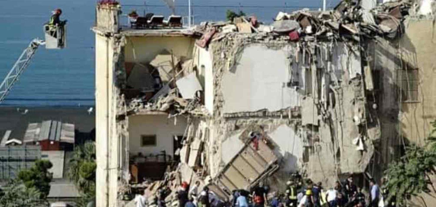 Crolla palazzina a Torre Annunziata: dispersi