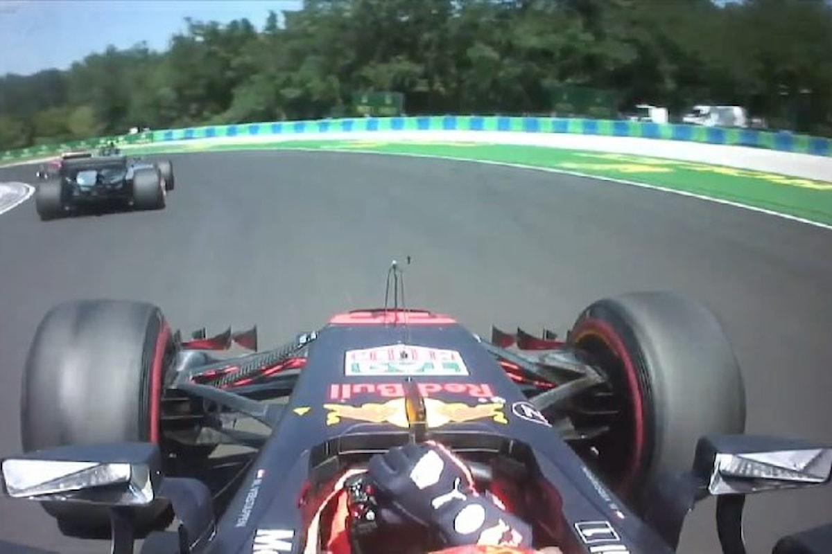 Formula 1, nel gran premio di Ungheria doppia vittoria Ferrari con Vettel che deve tutto a Raikkonen