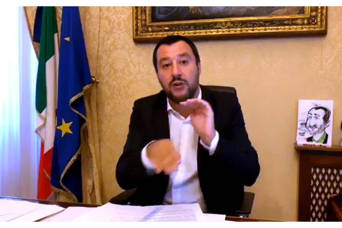 Lo show di Salvini dopo la firma a metà di Mattarella sul decreto sicurezza