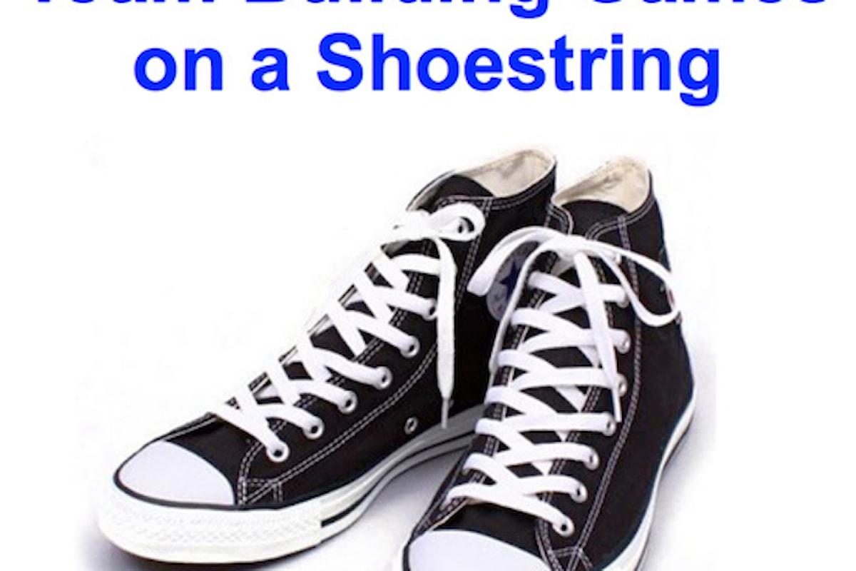 Giochi di gruppo da fare con due lacci da scarpe